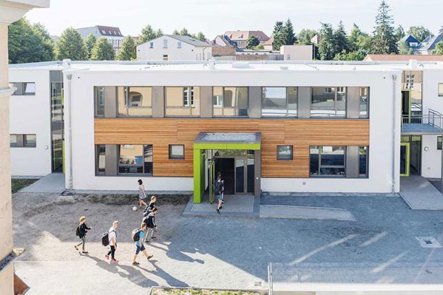 Ansicht 2 Schulgebäude - © ecolea Güstrow